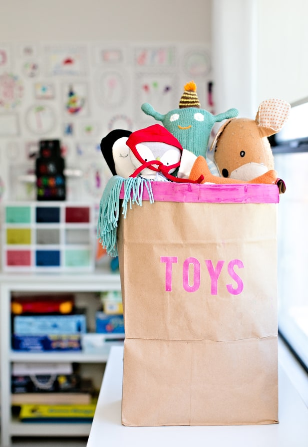 Toy Storage just got a whole lot easier with this round up of 35 Clever and Creative Toy Storage Solutions for your home.