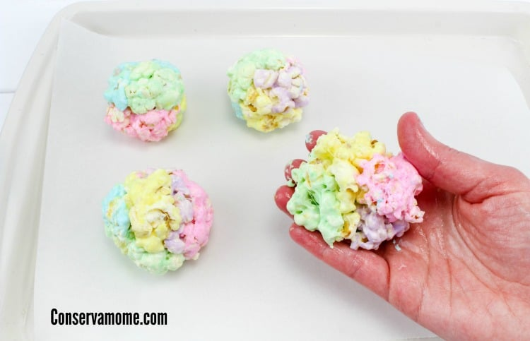 Looking for a fun and delicious sweet and salty snack? Check out this easy to make recipe for Peeps Popcorn balls.