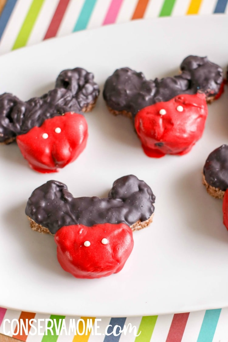Are you a fan of all things Disney? Do you want a magical treat that is easy to make? Then here's the perfect Disney Themed Dessert. Check out these easy to make Mickey Mouse Krispie Treats.