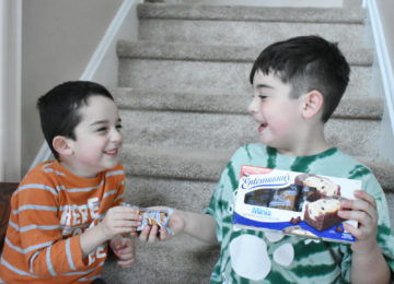 Celebrate Random Acts of Kindness with Entenmann's® Minis + $25 Visa Gift Card Giveaway
