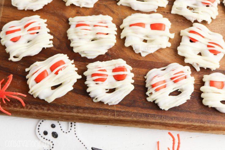 Mummy Halloween Pretzels